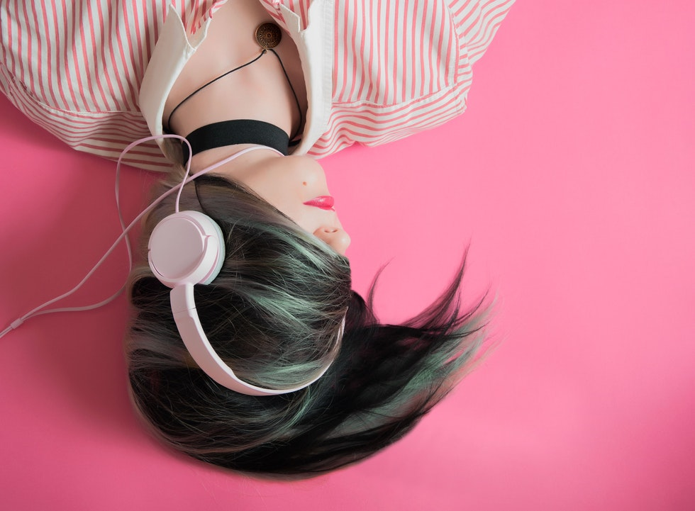 woman-wearing-headphones