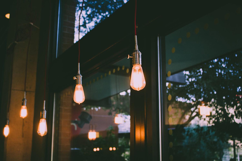 Trendy Edison bulbs hang in a restaurant.
