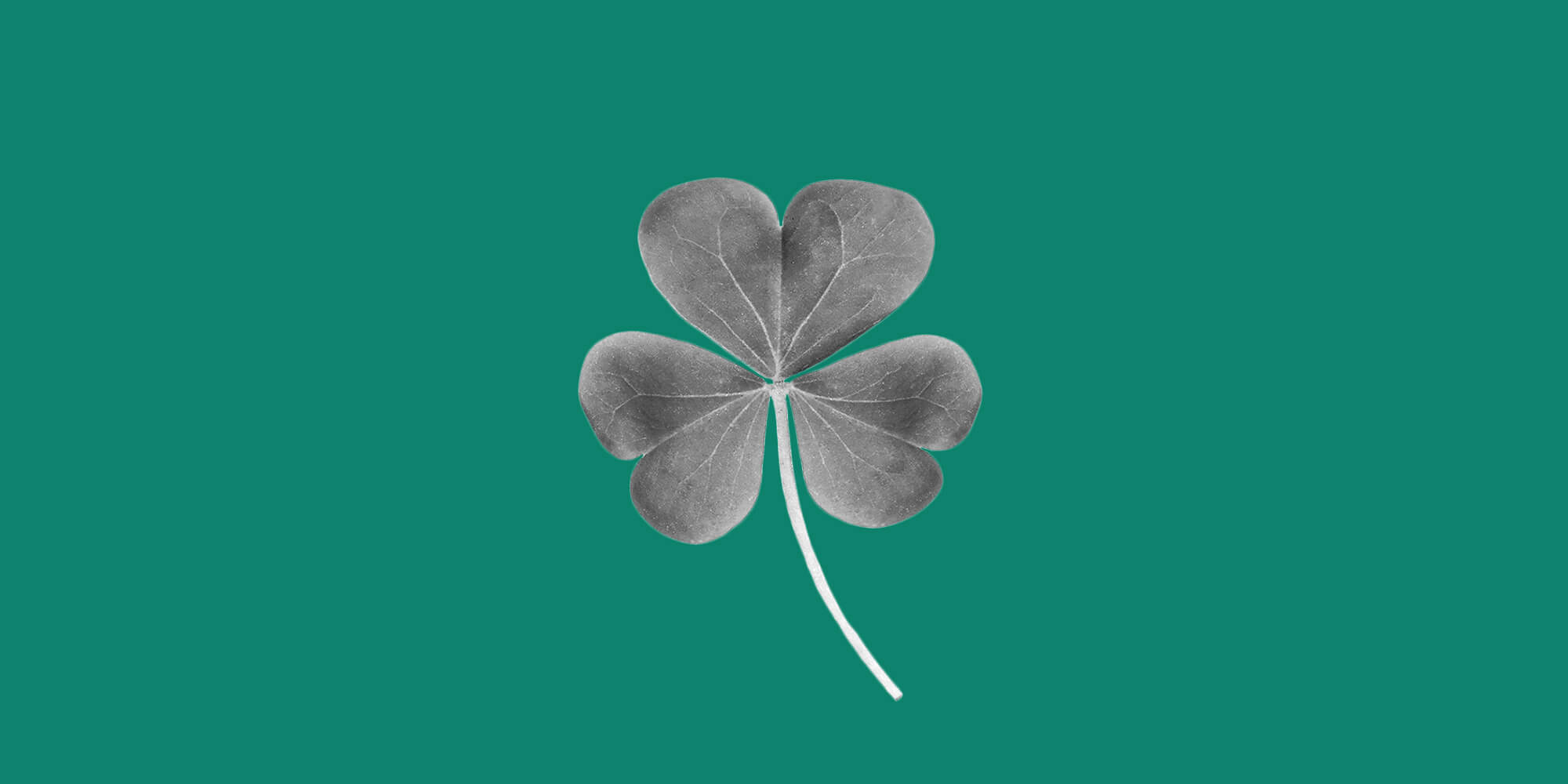 Shamrock on a green background. 7 reasons and alcohol-free St. Patrick's Day is lucky