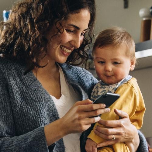 phone-mom-baby