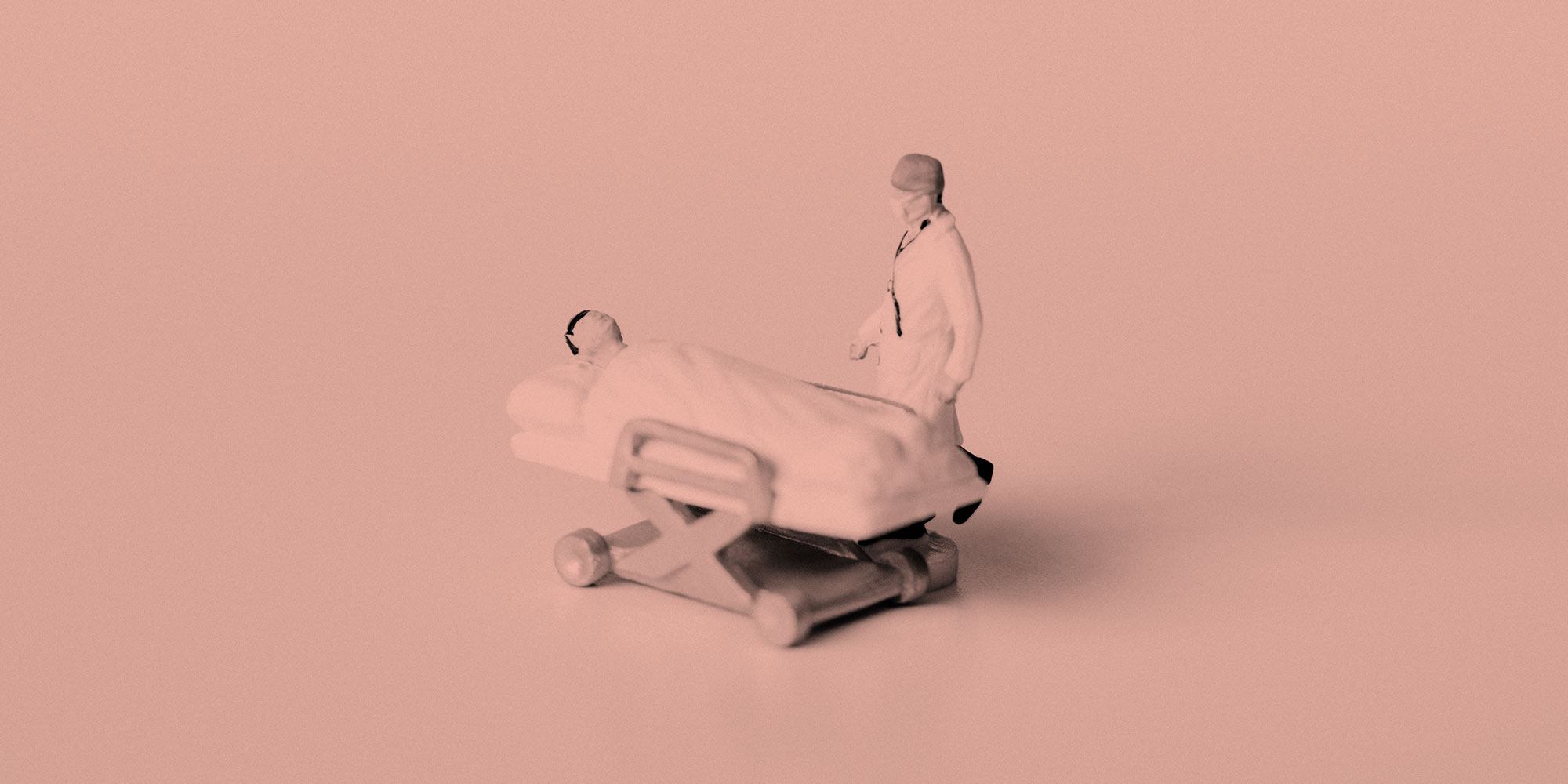 Figure of a doctor beside a patient in a hospital bed. Post-surgery medication and addiction recovery